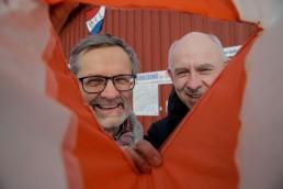 Åge Rødsjø og Geir Aune titter inn i orienteringspost
