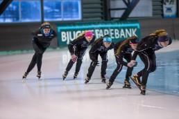 Skøyteløpere i farta på isen