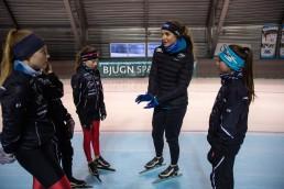 Ida Njåtun snakker til ungdommer i Bjugn