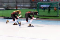 Simon Aannø og Sofie Ulset i full fart på isen